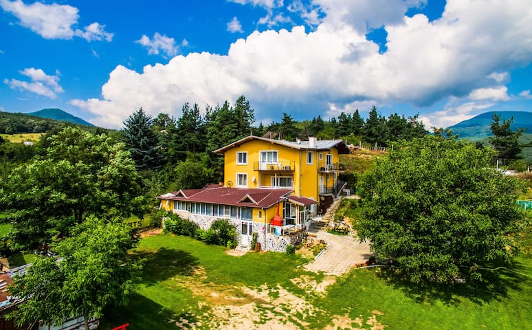 Traditional Mountain Villa Close To Spa Camping