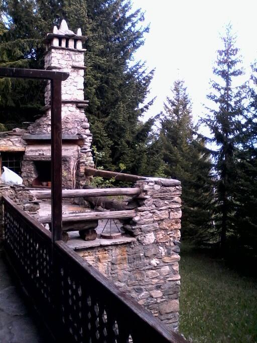 Baita chalet a vetan chalet in affitto a saint pierre for Piani camino esterno