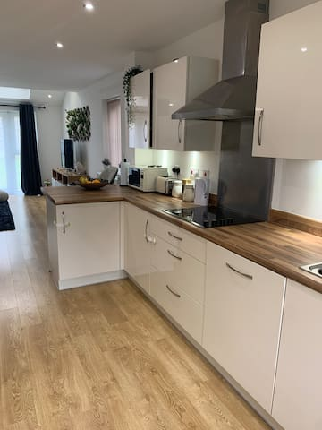 1-2 rooms. New Build Town House Worsley