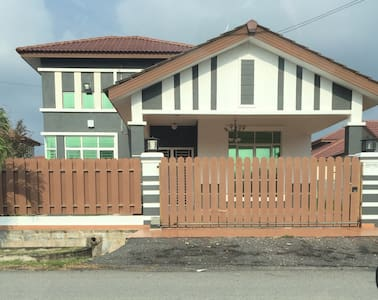 S/storey bunglow with 4 bedrooom - มะละกา - บ้าน