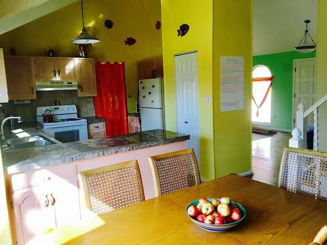 Bunk 3, beautiful, 420 friendly house :) - Lakewood - Rumah