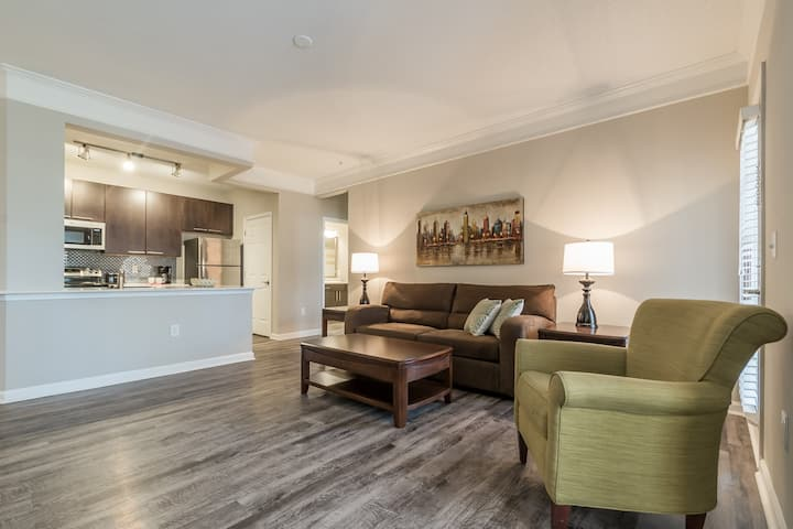 Luxury Furnished 2 BR/Bath w/Parking - Johns Creek