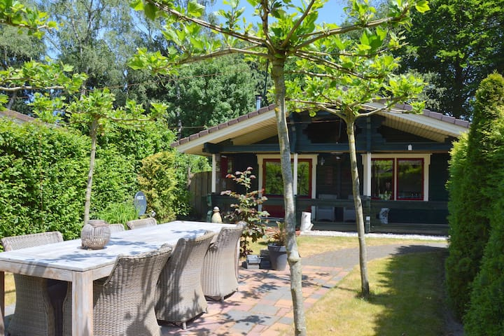 Finse bungalow met omheinde tuin, moderne badkamer, nabij Harderwijk, Veluwe