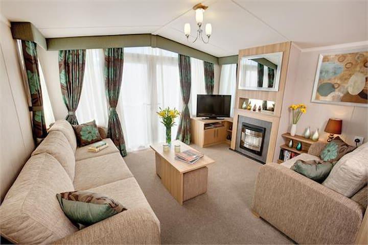 Spacious 3 bed caravan. SEA VIEWS on Devon Cliffs