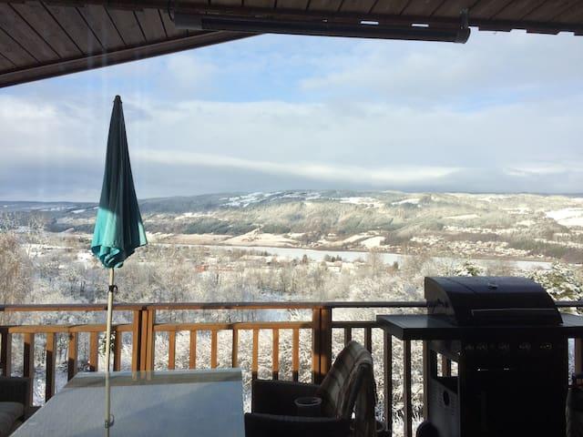 Leilighet med 3 soverom, 2 bad og solrik veranda - Lillehammer - Apartment