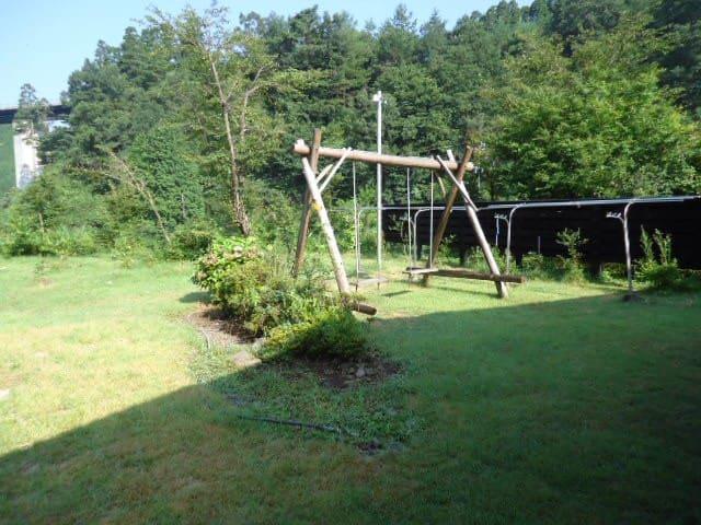 ブランコのある庭 Blanco in Garden