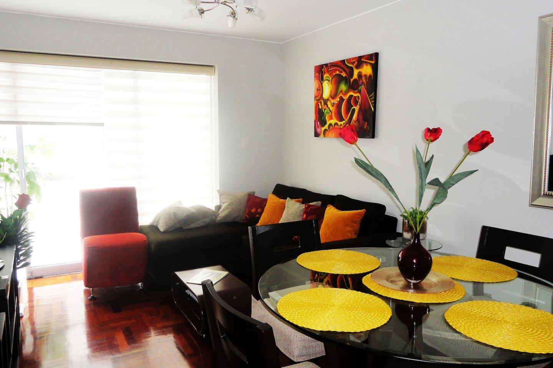 Sala-Comedor y balcón hacia jardín interior  Living & Dinning room facing to the interior garden