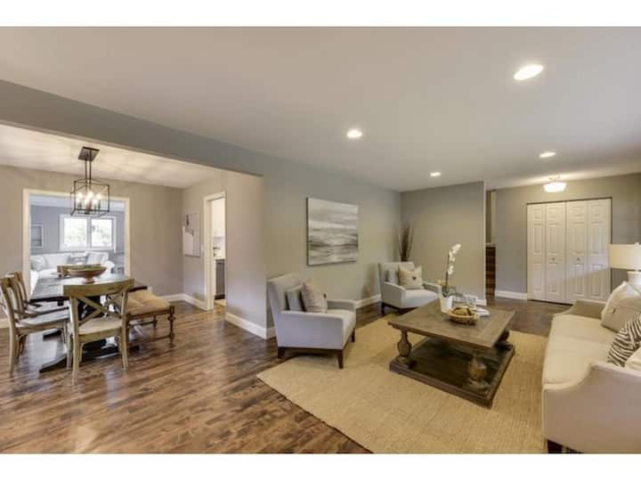 Super Bowl - Beautiful Home in Perfect Location!