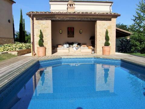 Hunters Lodge-Luxus-1-Bett-Haus mit Pool.