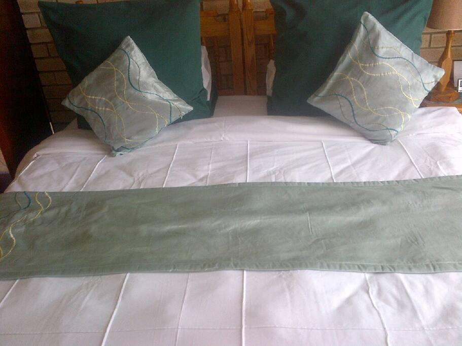 Deluxe Twin/Double room bedroom