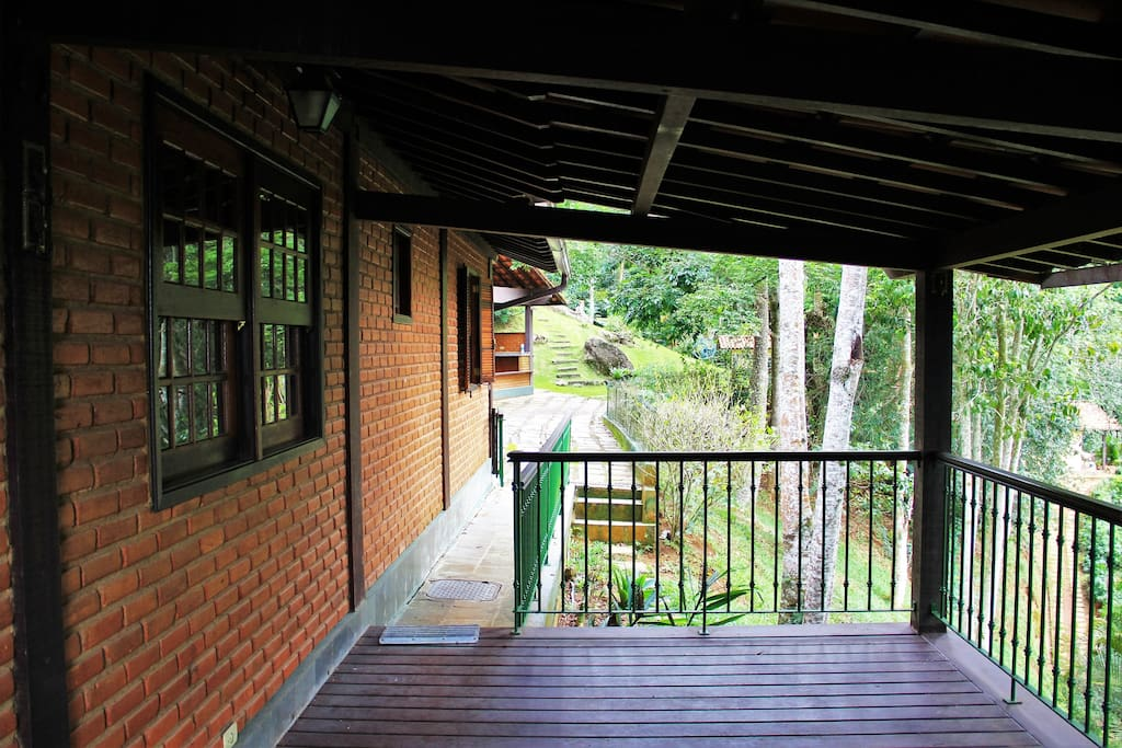 varanda casa - acesso pátio e estacionamento