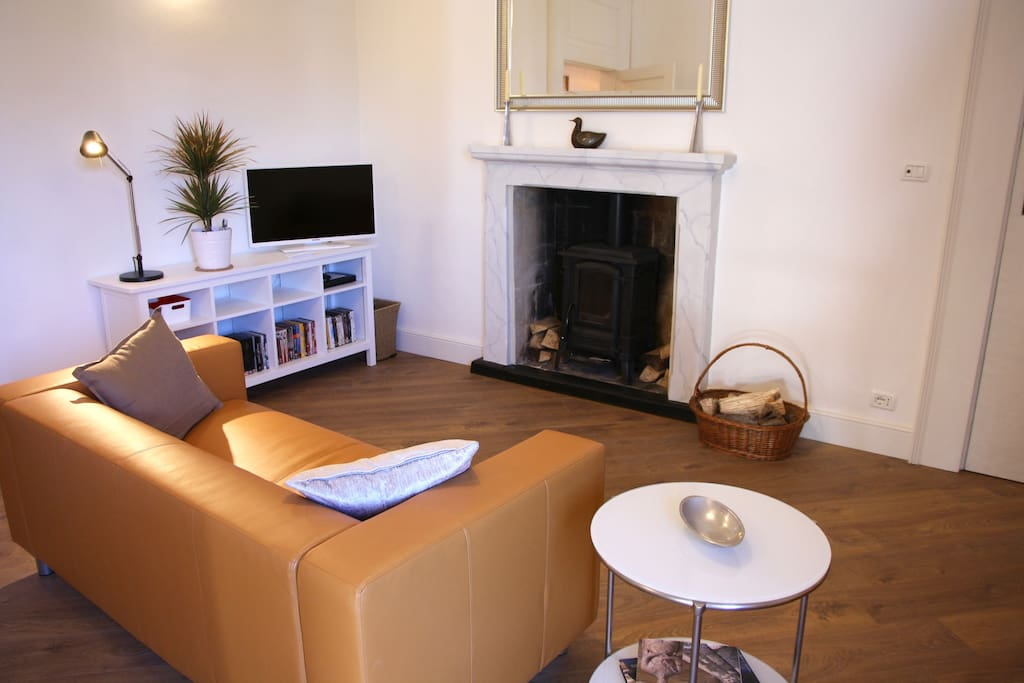 The living room has a flat screen TV and a blu-ray DVD player plus a selection of both Italian & English language DVD's