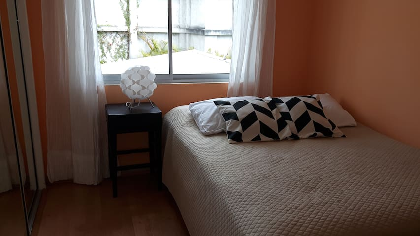 Cozy private room in Eastern San José - San José