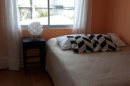 Cozy private room in Eastern San José - San José - Hus