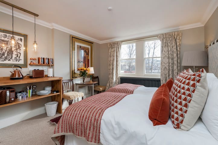 Luxury studio, Great Pulteney street, with parking