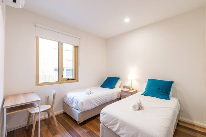 RM205*Twin Bedroom*Private Bath*Central Boxhill