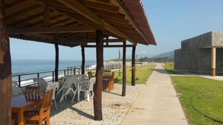 Punta Ixtal, Campamento tortugario.