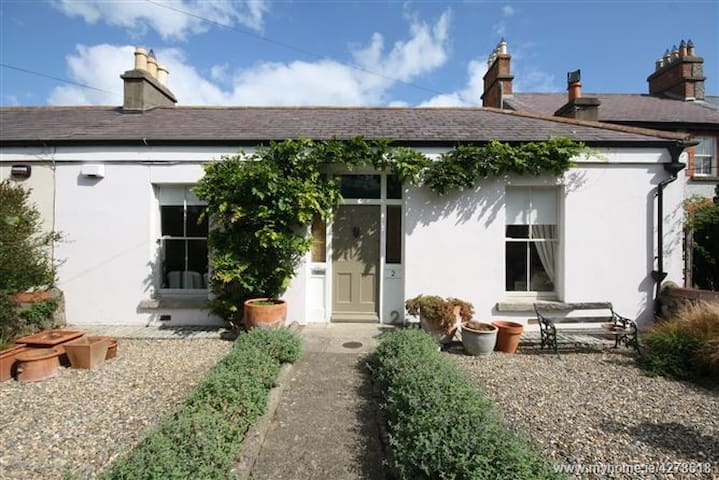 Romantic villa style cottage inthe heart of Dalkey
