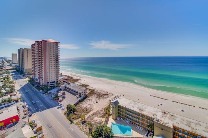 Bright, beachy, Gulf view studio w/ resort pool, hot tub & gym - steps to beach!