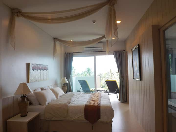 Beautiful and big condo with seaview - Front beach
