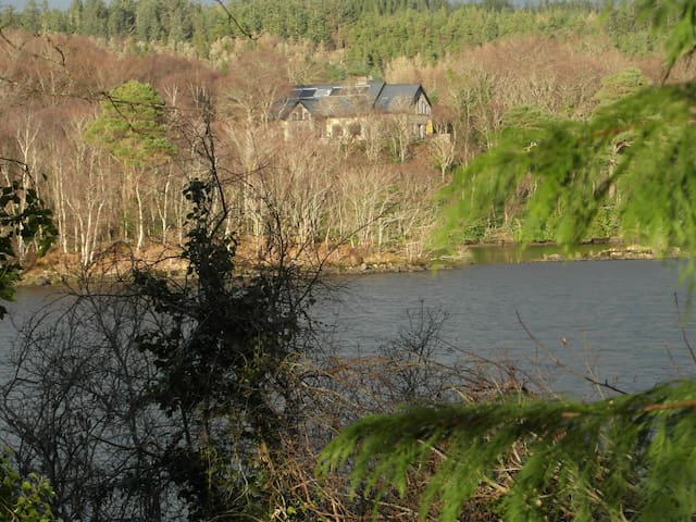 2 no. ensuite Rooms at IDYLLIC LAKE FRONTED house. - Ballyshannon - Casa