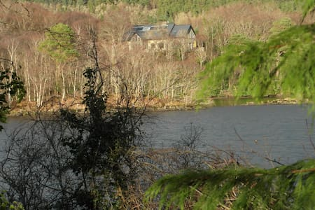 2 no. ensuite Rooms at IDYLLIC LAKE FRONTED house - Ballyshannon - Dům