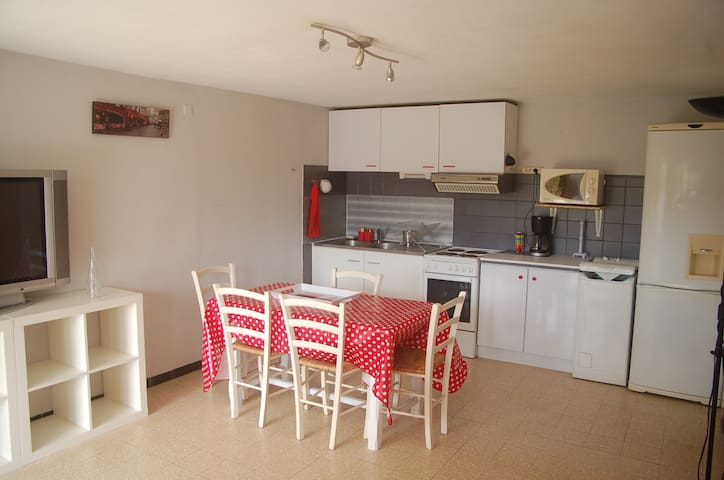 Low of villa, 300 meters from the beach - Sanary-sur-Mer - Appartement