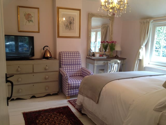 Ashdown Forest Boutique Cottage Breakfast Included