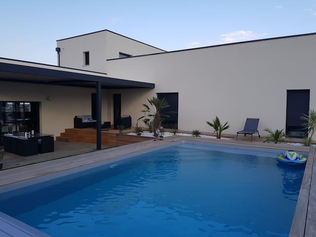 Villa contemporaine avec piscine dans le Gers