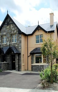 Ardmullen 3 bedroom rose cottage