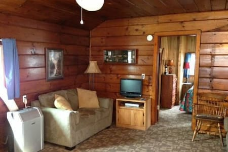 Lakeside Cabin - Bayview - Chalet