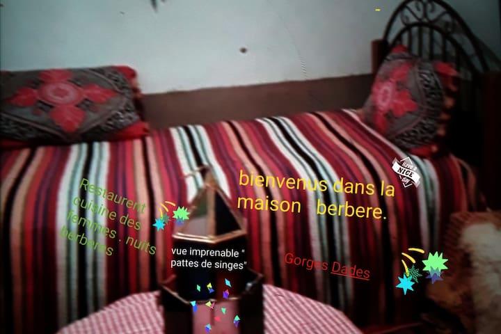 """FATIMA berber: """" gorges Dades."""
