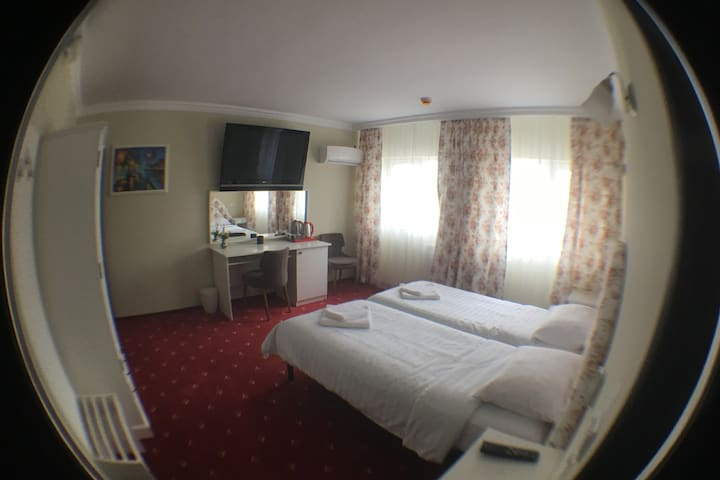 103-Double/Twin Deluxe room 5min to center Suceava