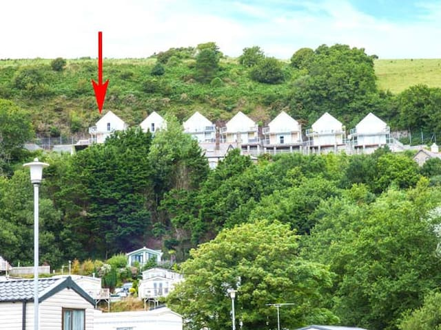 CLIFF TOP VIEW, family friendly in Pendine, Ref 926974