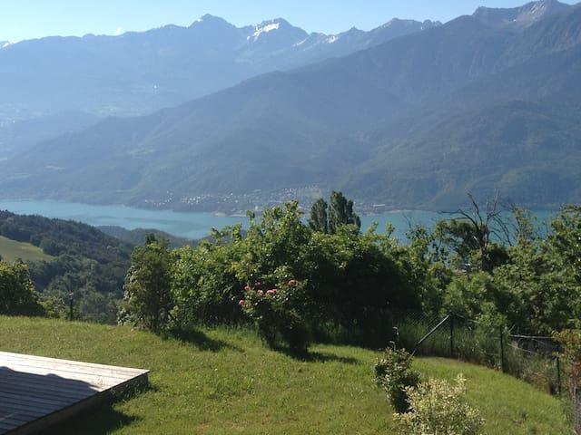 Dominant le lac de Serre Ponçon T3 rez de jardin - Saint-Apollinaire - Chalet