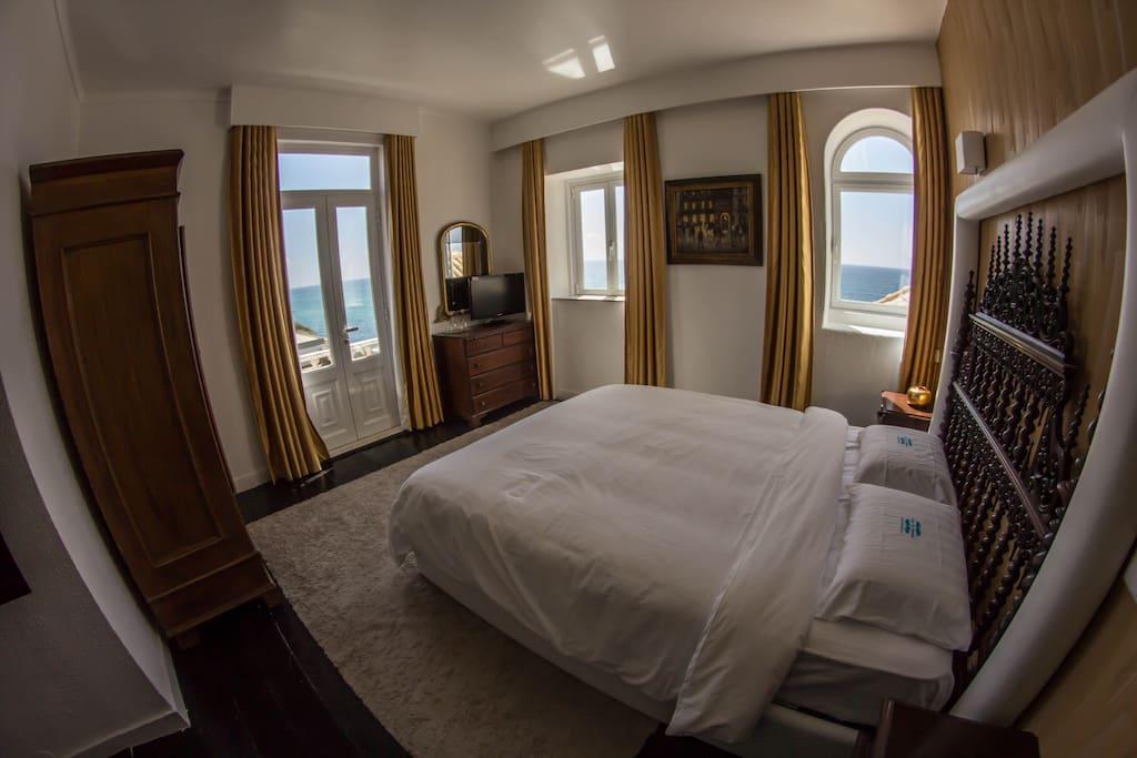 Vista para o mar de 2 janelas e varandim