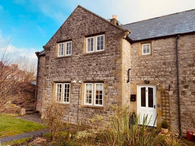Acer Holiday Cottage 2 bedroom sleeps 4 in Tideswell village, Buxton Peak District