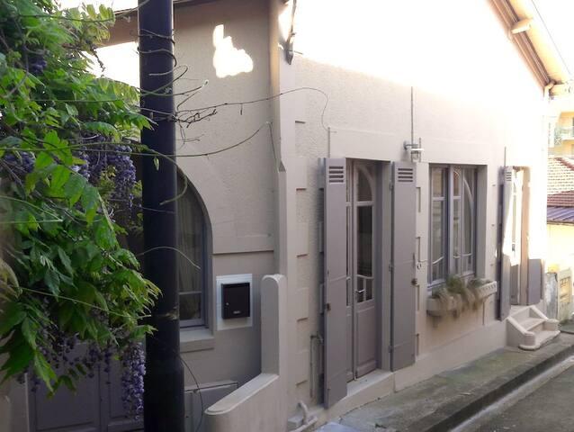 Charmante et atypique maison avec terrasse maisons for Maison atypique 94