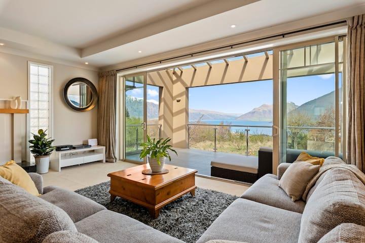 Wakatipu Tiro -  Large Central home with Lake View