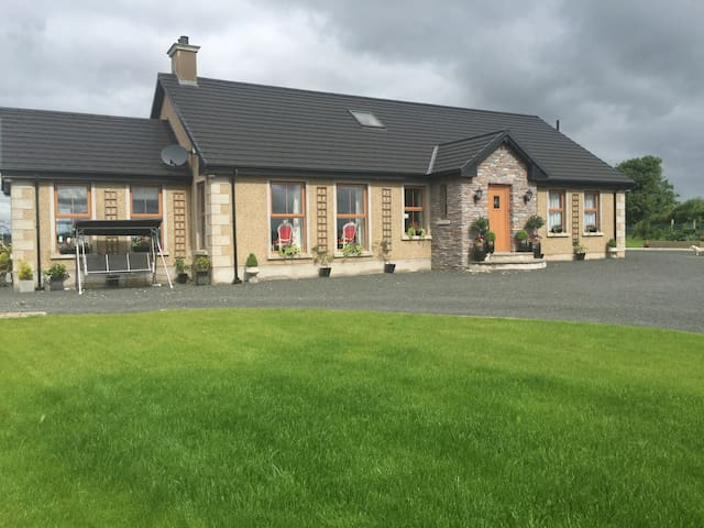 Strand cottage. Quiet rural setting near Bellaghy - Magherafelt - Casa