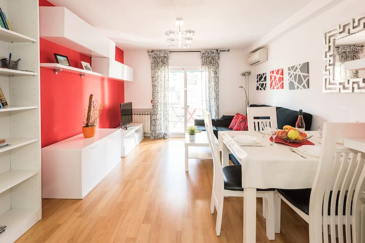 A very bright and beautiful apartment in Madrid