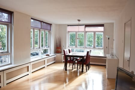 Sunny apartment near city centre & univesity - Appartement