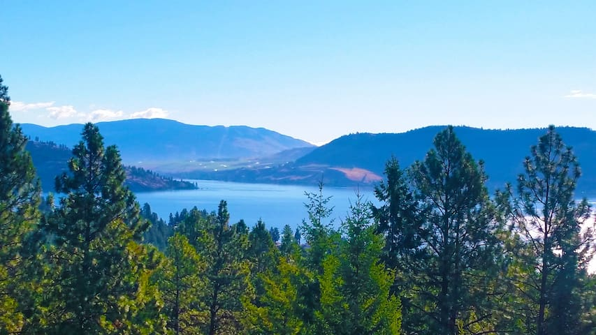Panoramic Lake View Suite-2 Minutes from the Beach - Vernon - Huis