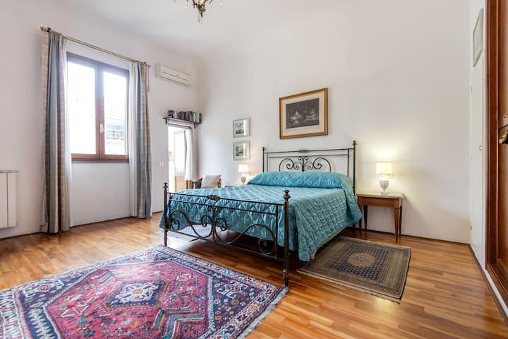 Quiet, Charming,Terrace, AC, WiFi, Historic Center - Florence - Leilighet