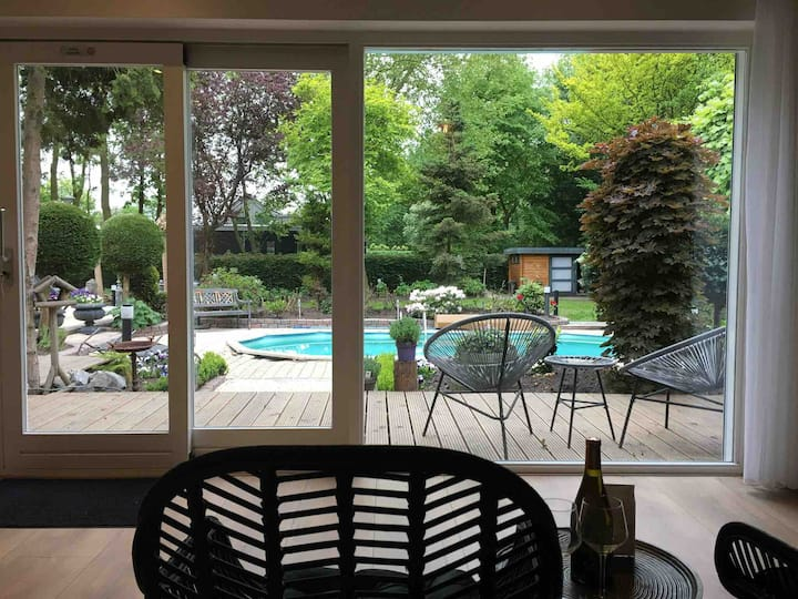 NEW! Lovely private room with pool near Amsterdam
