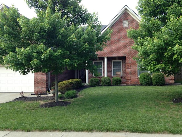 Near Toyota, Golf Course Living 3/2 brick ranch