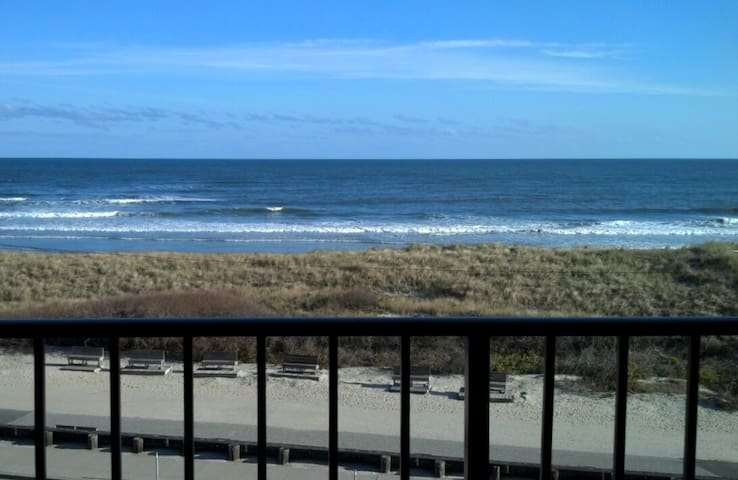 Beachfront With Heated Pool in North Wildwood. - North Wildwood
