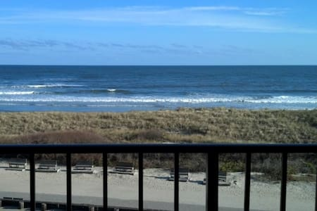 Beachfront With Heated Pool in North Wildwood. - North Wildwood - 公寓