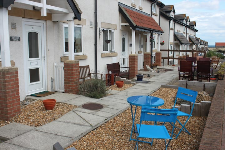 Seaside House is well located to visit Seahouses