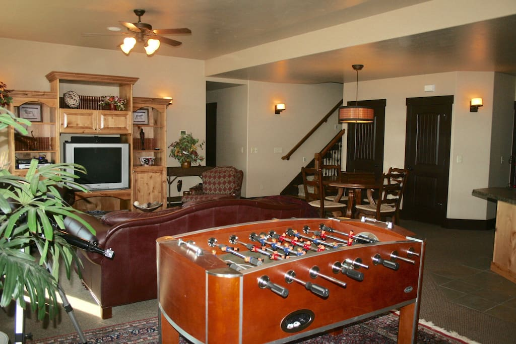 Private Family Room with dining table AND fussball!
